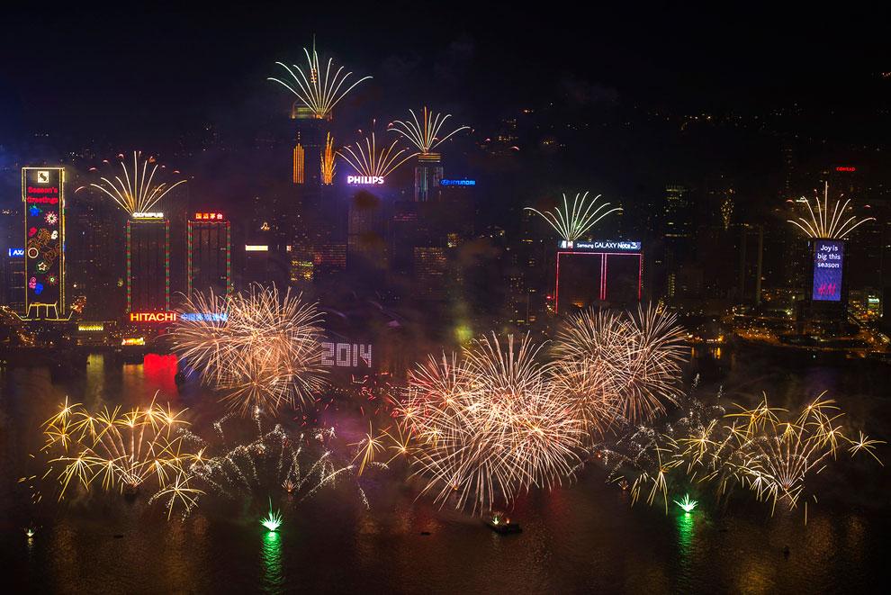 Гонконг. Салют над гаванью Виктория