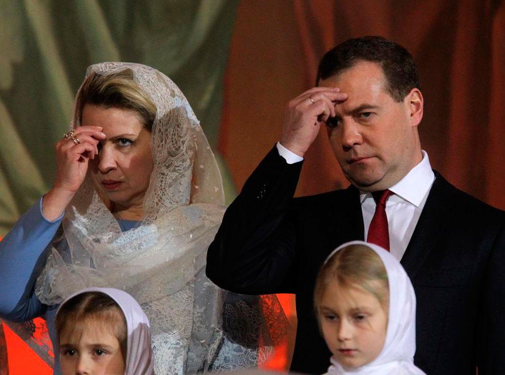 7 ноября премьер-министр России Дмитрий Медведев с женой прибыли в храм Христа Спасителя на Патриаршее Рождественское богослужение