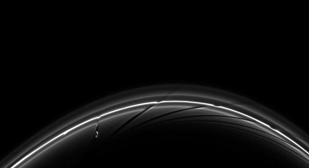 Естественный спутник Сатурна Прометей