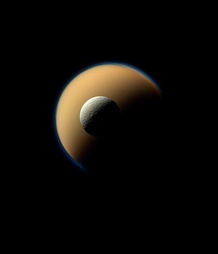Два крупнейших спутника Сатурна — Титан и Рея