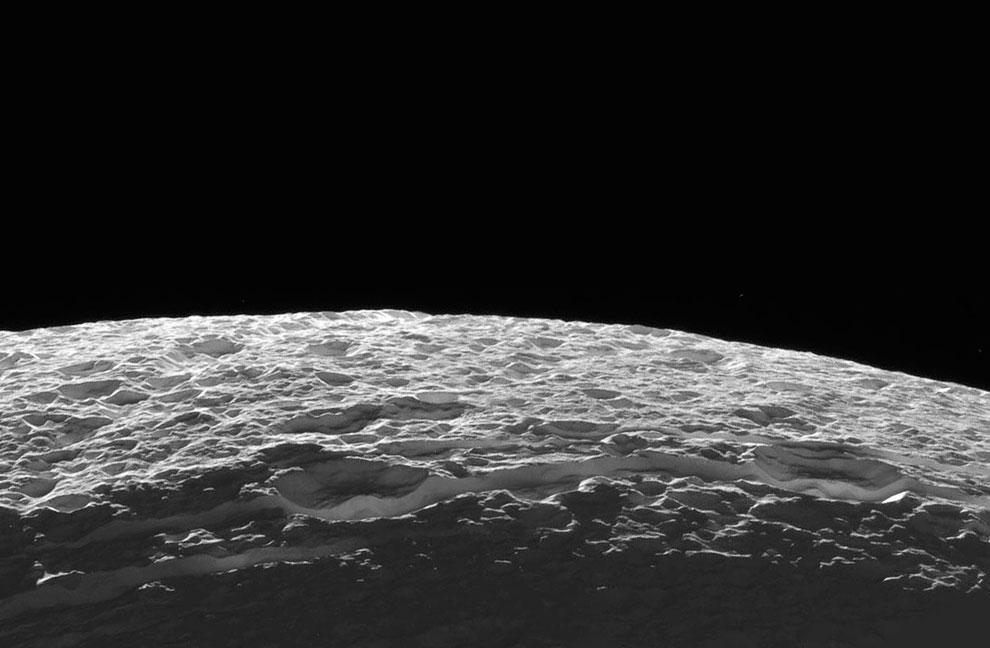 А это естественный спутник Сатурна Диона