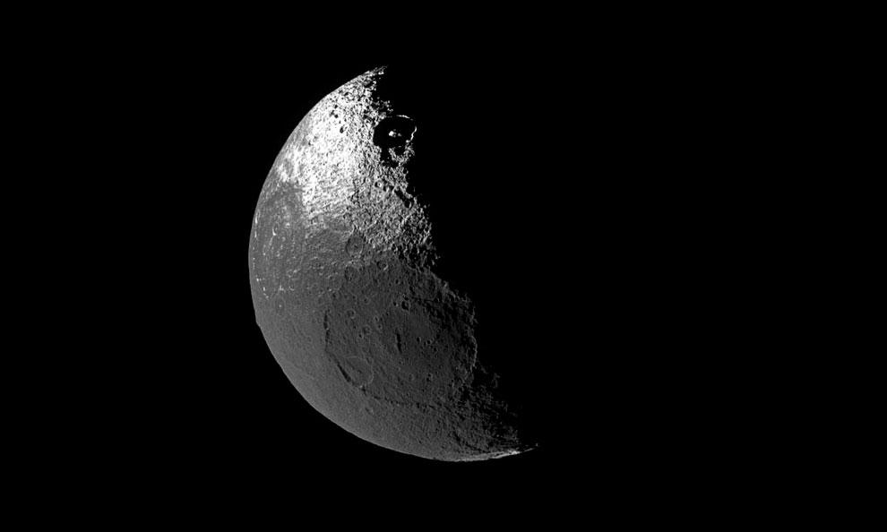 Япе́т — третий по величине спутник Сатурна и двадцать четвёртый по расстоянию от него