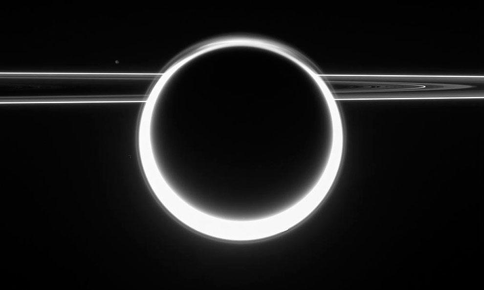 360-градусный, ярки закат на Титане