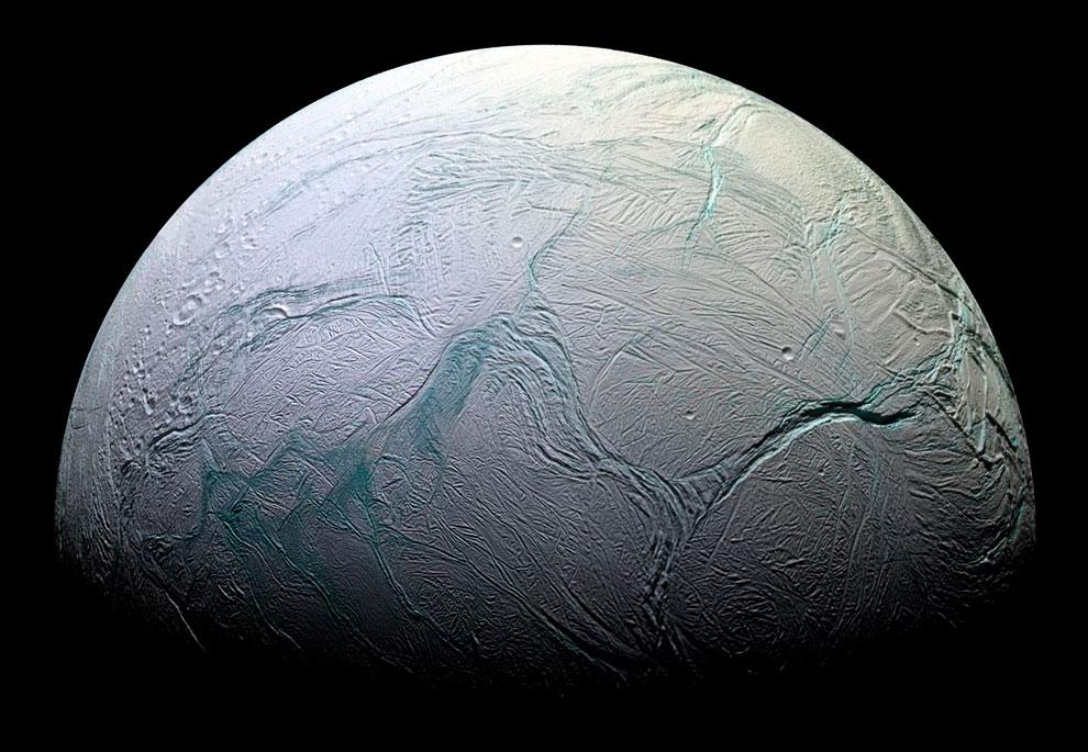 Потрясающий портрет спутника Энцелада