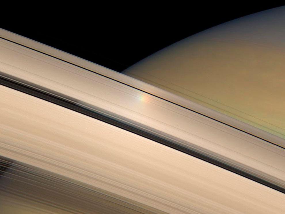 Залитые Солнцем кольца Сатурна