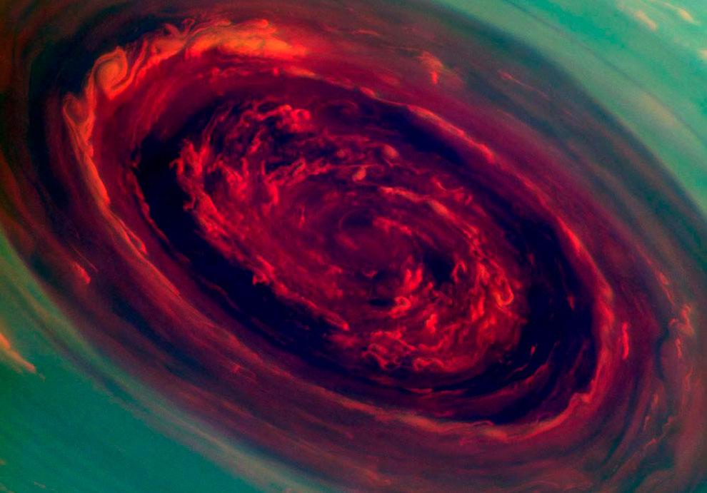 Мощнейший ураган за всю историю наблюдения за Солнечной системой разбушевался на Сатурне в прошлом году