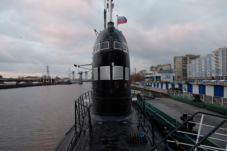 Куда деваться с подводной лодки?