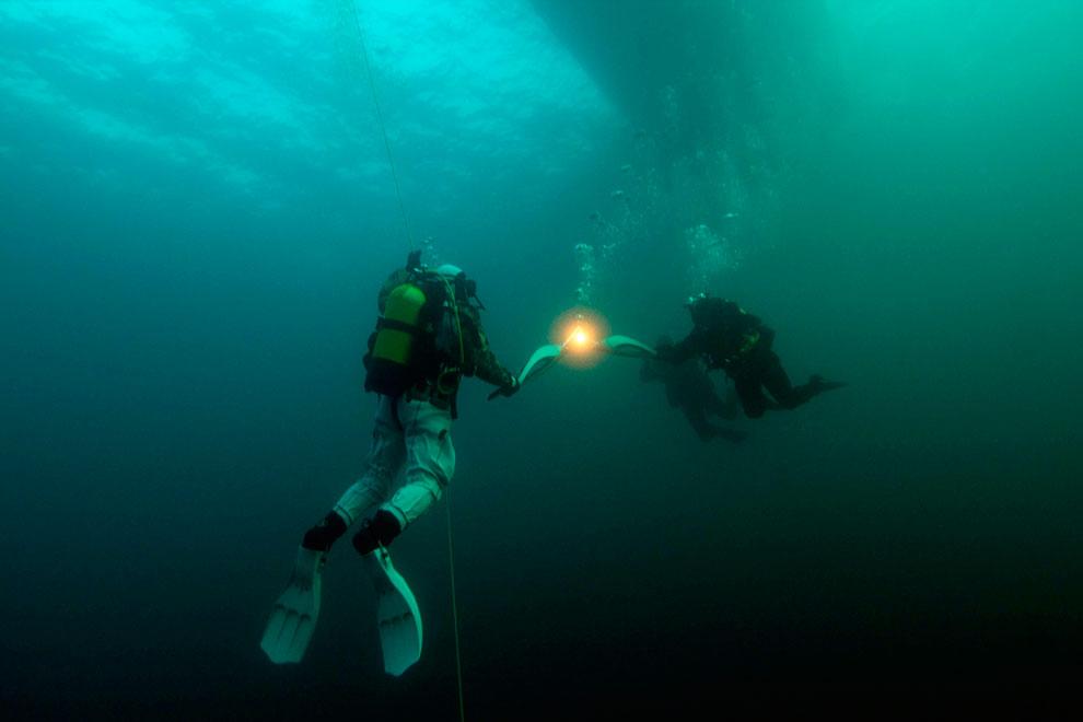 Под водой в озере Байкал