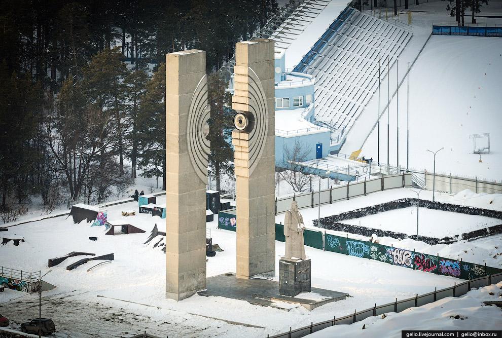 Памятник И. В. Курчатову - «отцу» советской атомной бомбы.