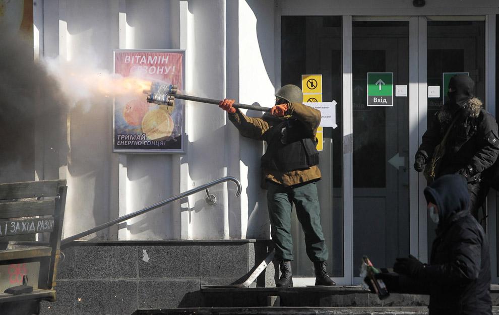 Стрельба по милиции из фейерверков, Киев