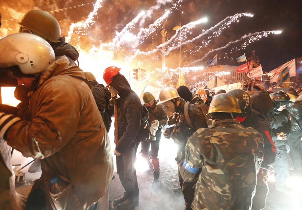 Столкновения с милицией во время штурма Майдана Незалежности в Киеве