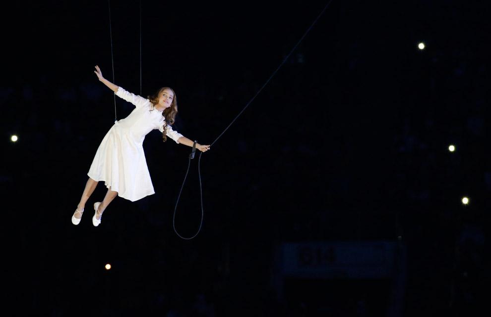 Основная тема представления — «Сны о России», а главная героиня — девочка по имени Любовь
