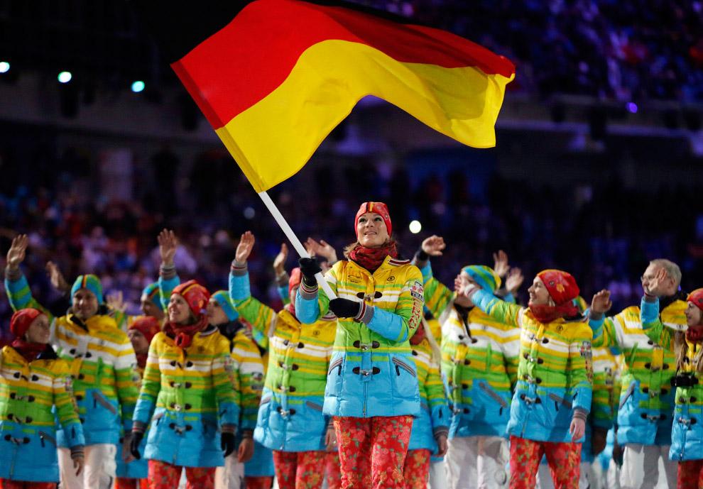 Парад спортсменов был превращен в необычную дискотеку с ди-джеем и танцевальной музыкой