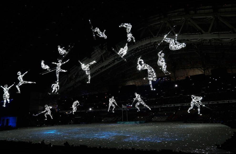 Над Олимпийским стадионом парят спортсмены