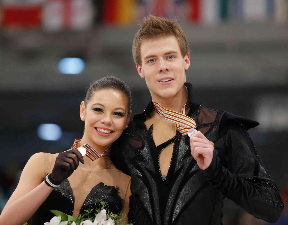 Российские фигуристы Елена Ильиных и Никита Кацалапов выиграли бронзовые награды в соревнованиях танцевальных пар на Олимпиаде в Сочи