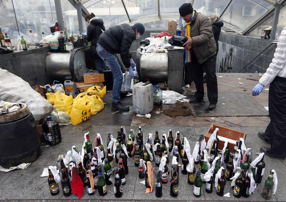 Подготовка коктейлей Молотова, Киев