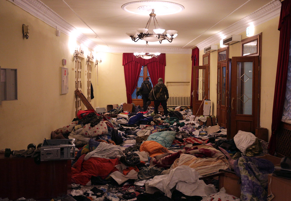 Захваченный радикалами Октябрьский дворец