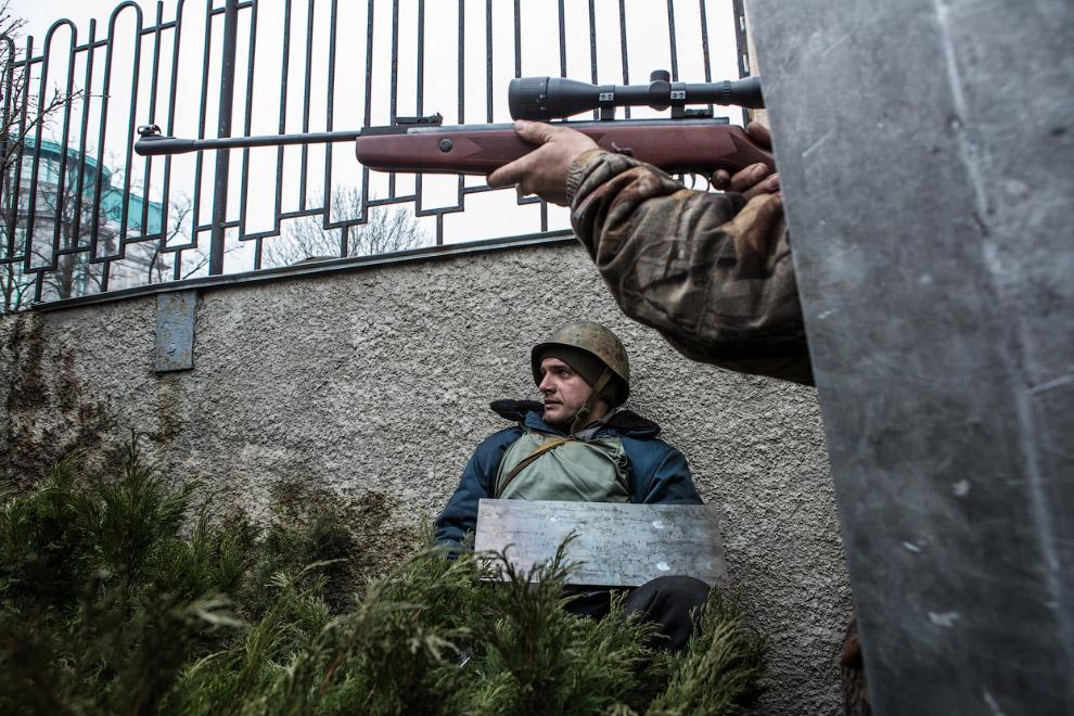 Боевик со снайперской винтовкой