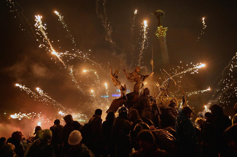Разлетающиеся фейерверки на Майдане Незалежности