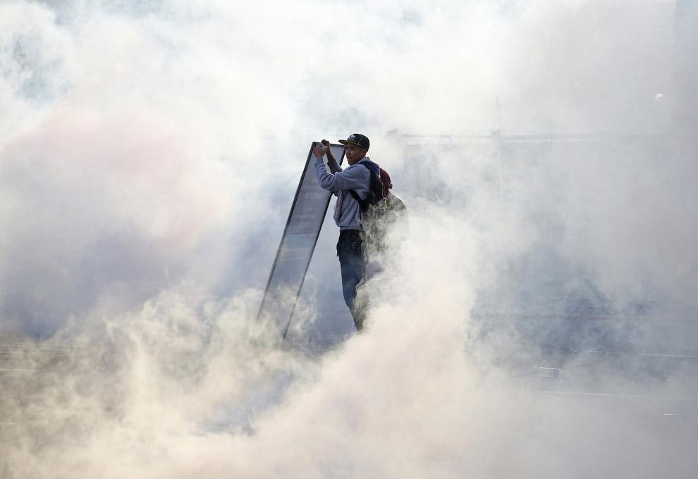 Президент Венесуэлы Николас Мадуро призвал отказаться от насилия в отношении протестующих и даже пригрозил наказанием тем, кто ослушается