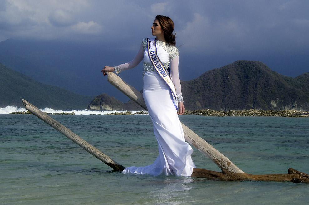 Студентка и местная королева красоты, Пуэрто-Кабельо, май 2012 года. 19 февраля 2014 она погибла от огнестрельного ранения во время беспорядков.