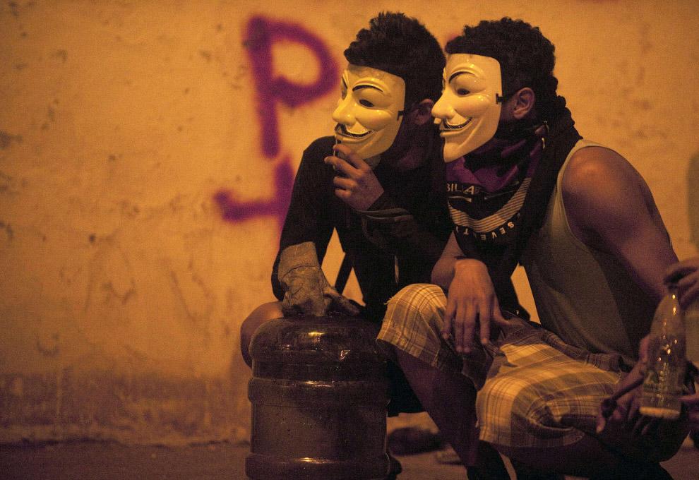 Маска Гая Фокса, также известная как Маска Анонимуса очень популярна среди протестующих на Западе