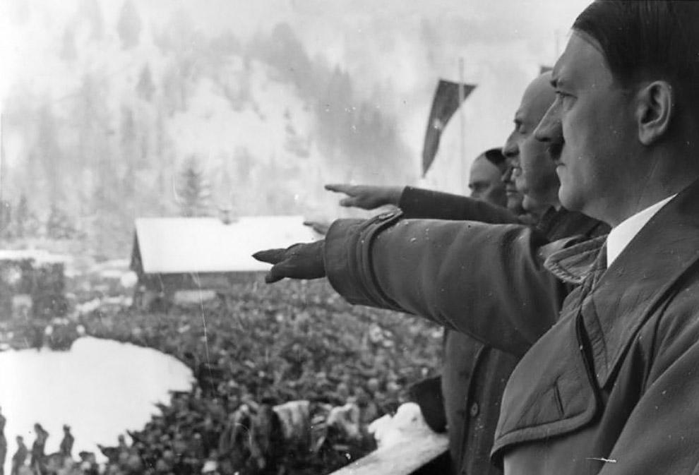Адольф Гитлер и президент Международного олимпийского комитета Анри де Байе-Латур на церемонии открытия IV зимних Олимпийских игр в 1936 году