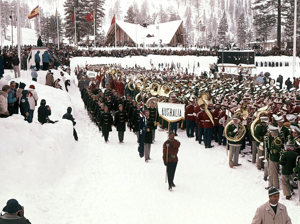 Парад спортсменов на церемонии открытия VIII зимних Олимпийских игр в Калифорнии