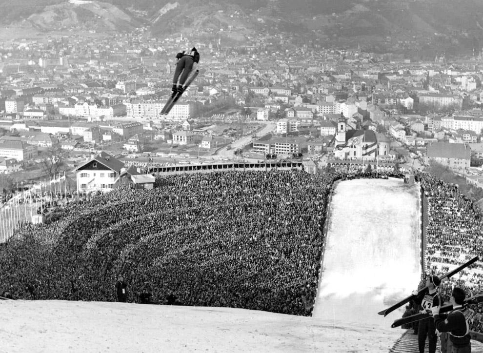 IX зимние Олимпийские игры на стадионе в Инсбруке, Австрия