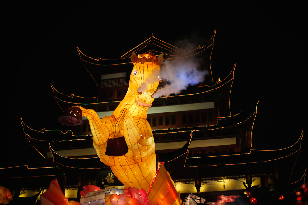 Символ года — гигантская лошадь в Шанхае