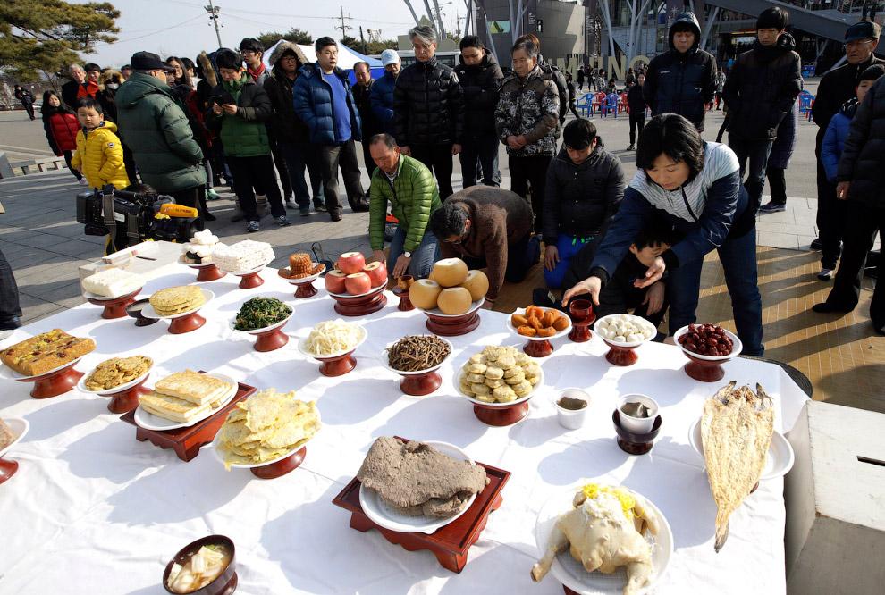 Это северокорейские беженцы недалеко от Сеула, Южная Корея