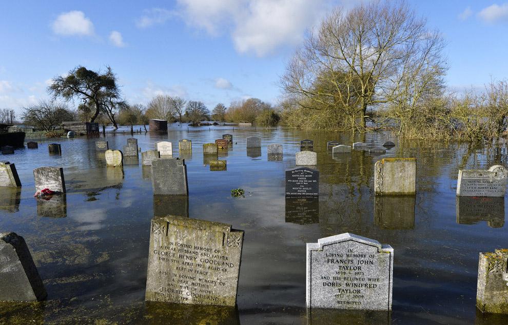 Подводное кладбище в Сомерсете, Англия