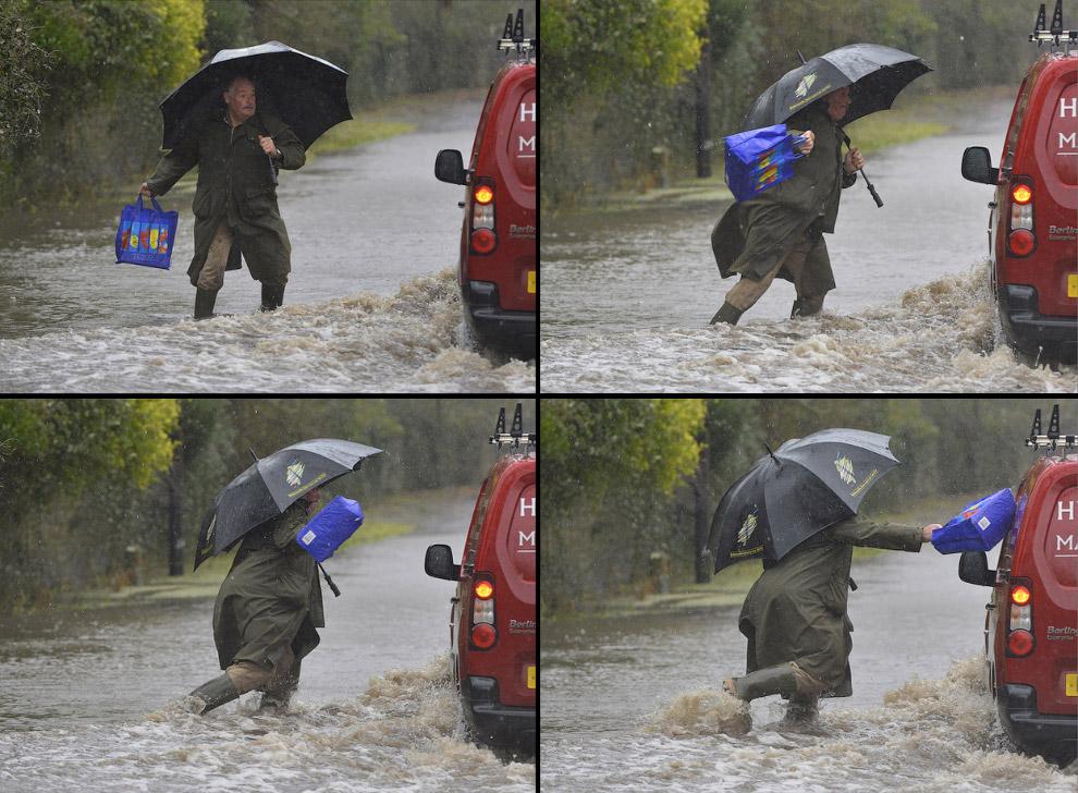 Забавный момент поймал фотограф. Одному из пешеходов не понравилась скорость, с которой ехал автомобиль по затопленной дороге