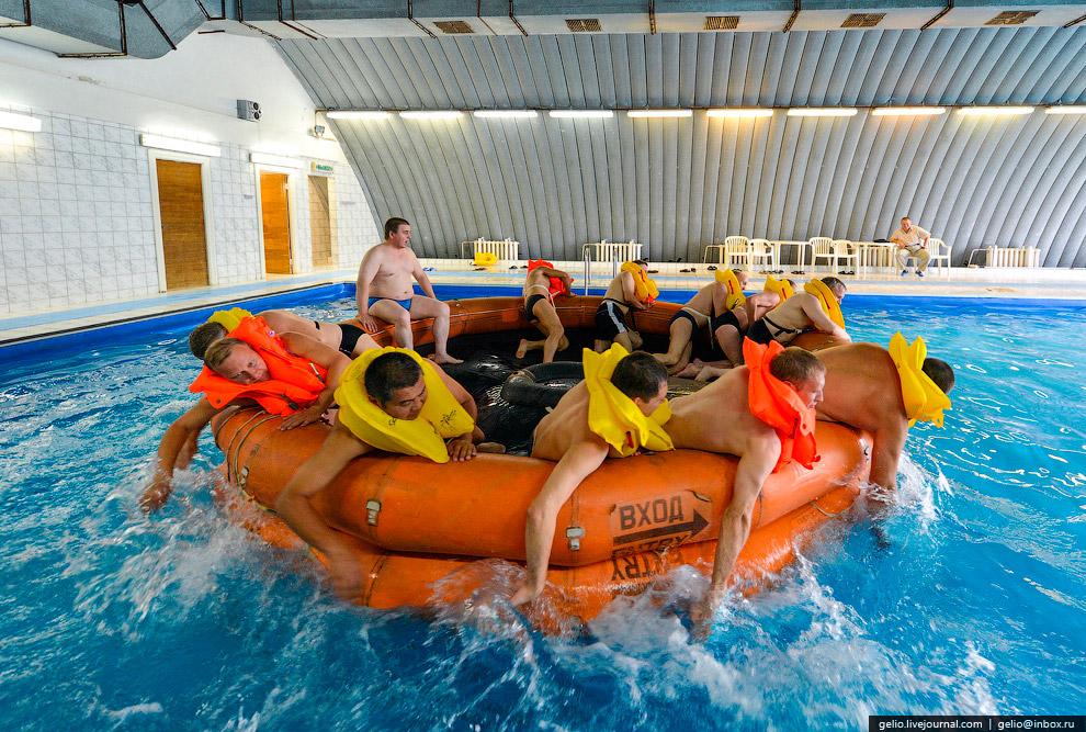 Водная аварийно-спасательная подготовка в специально оборудованном бассейне