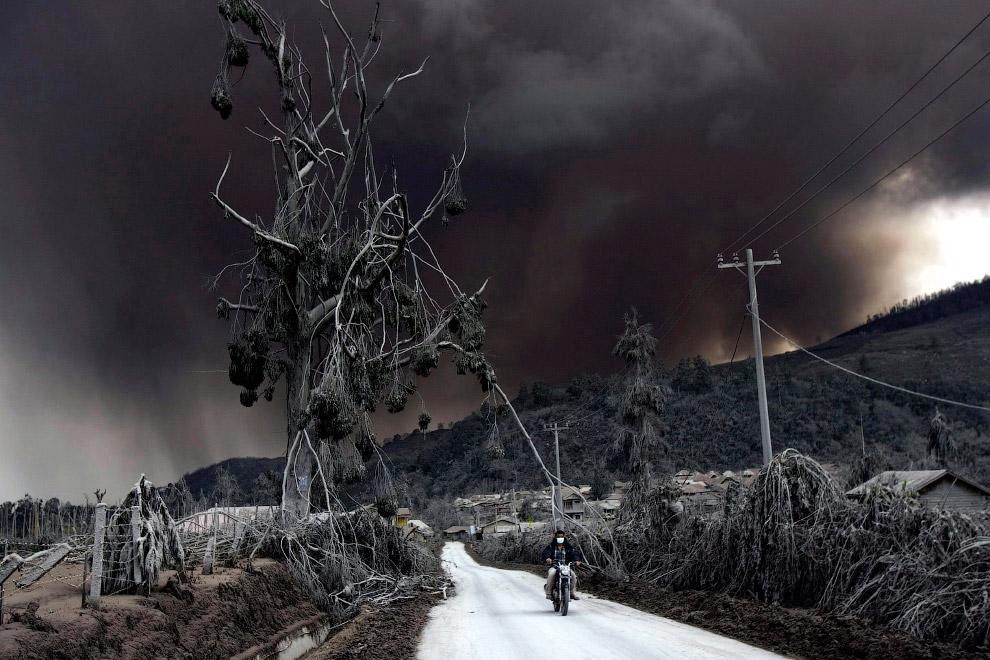 Апокалиптические картины. Северная Суматра, Индонезия