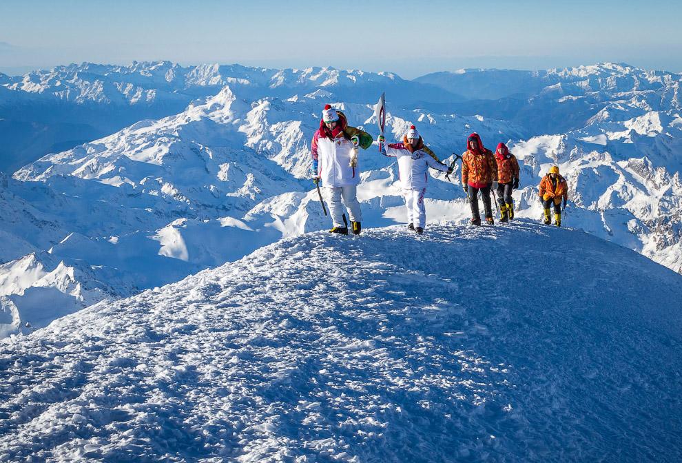Эстафета Олимпийского огня на вершине Эльбруса