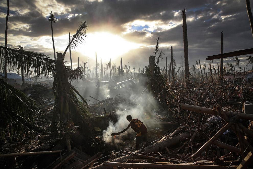 8 ноября 2013 на Филиппины обрушился один из самых мощных ураганов за всю историю страны. Это был супертайфун «Хайянь», он уничтожал все на своем пути