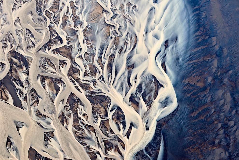 Вид с воздуха на дельту реки в Исландии