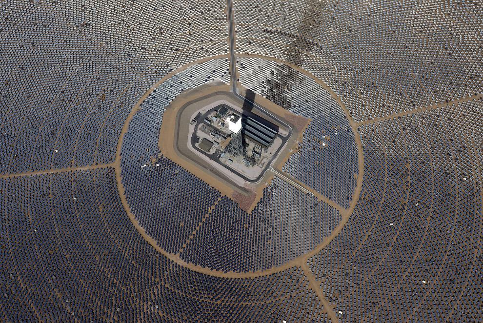 Выходная мощность крупнейшей в мире солнечной электростанции составляет почти 392 МВт