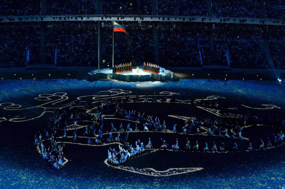 Слова песни Юлии Самойловой о том, что не надо унывать, что все мы можем пройти вместе, звучат очень символично на этой Паралимпиаде