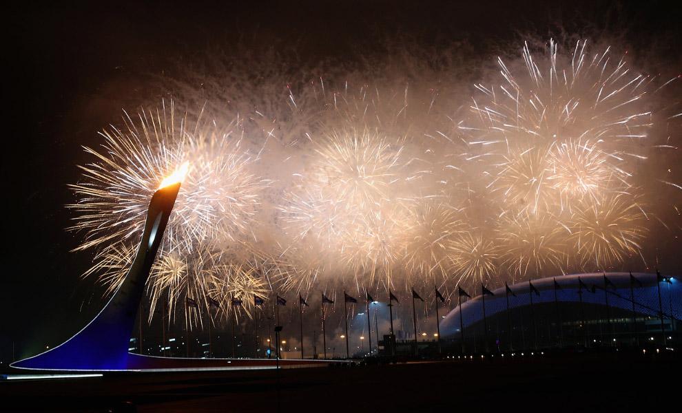 По традиции, церемония открытия Игра завершилась фейерверком
