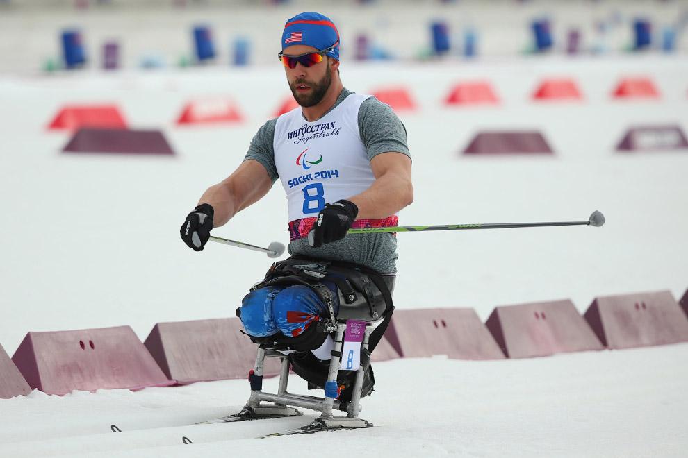 Соревнования по лыжным гонкам на дистанции 15 км в категории «сидя»