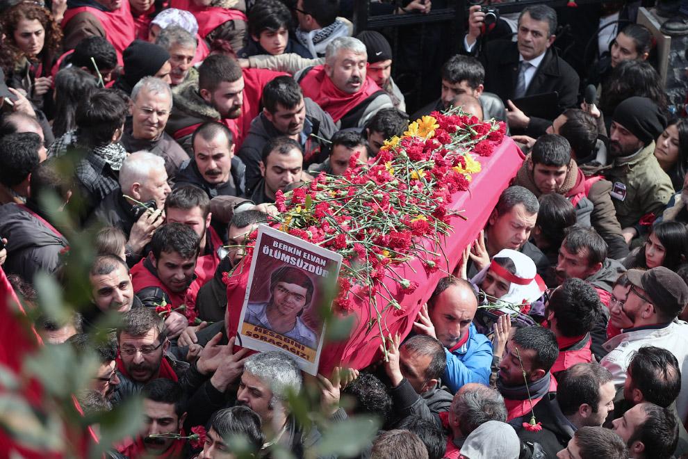 15-летий Беркин Эльван, скончавшийся после комы, стал шестой жертвой тех событий и еще одним символом протестов