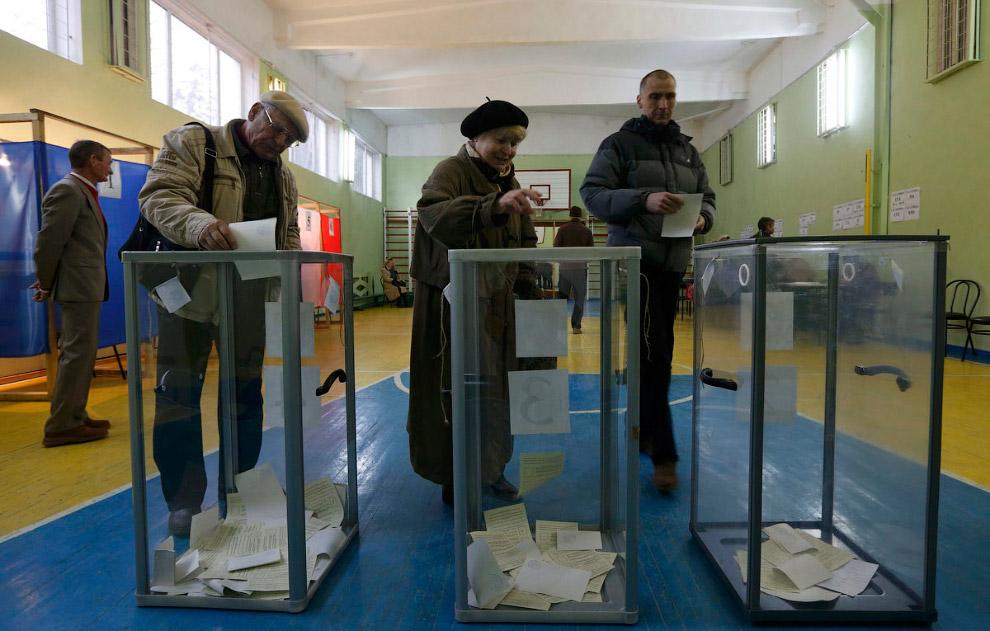 Избирательный участок в Симферополе, Украина