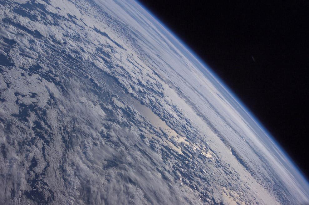 Земля на фоне черного космоса