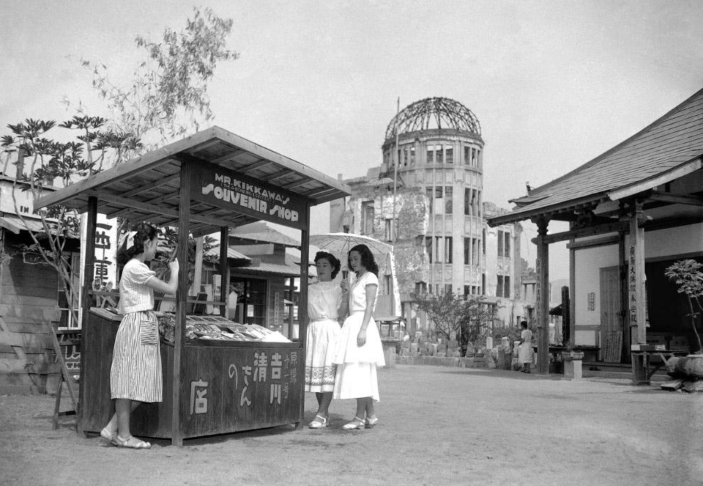 Сувенирная лавка в Хиросиме