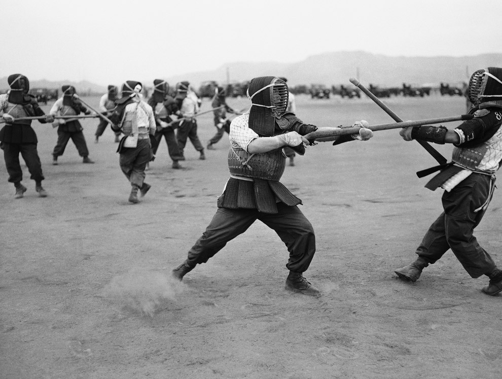 Учения солдат в Японии 22 мая 1957 года в самурайском стиле