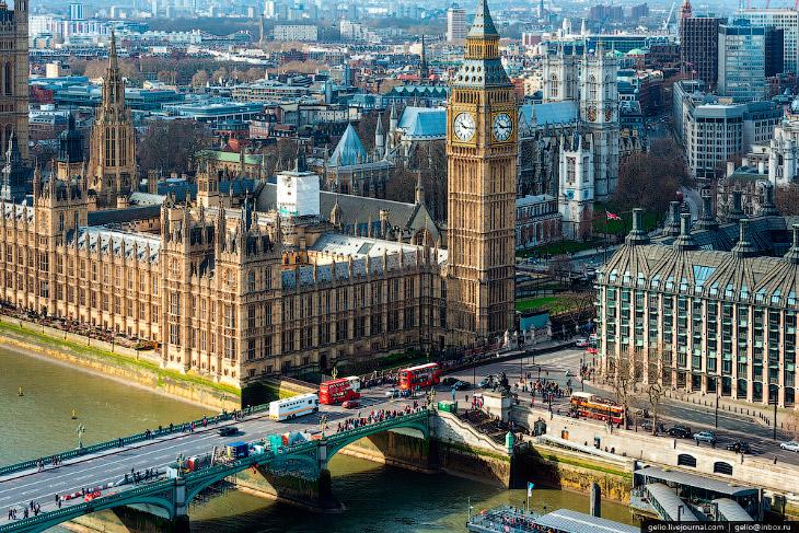 Вестминстерский дворец — здесь проходят заседания Британского парламента