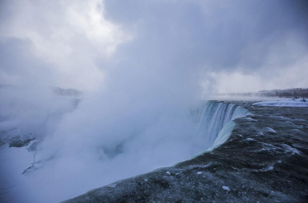Частично замерзший Ниагарский водопад