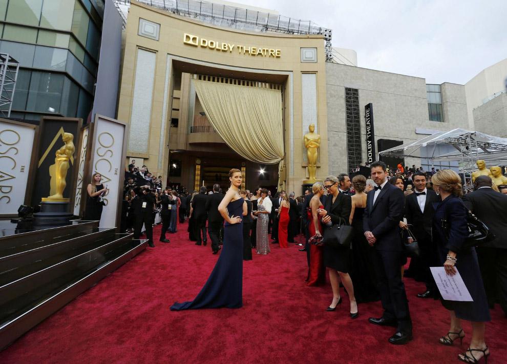 Вход в кинотеатр «Кодак» и красная ковровая дорожка